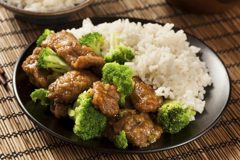 Biftek me brokoli
