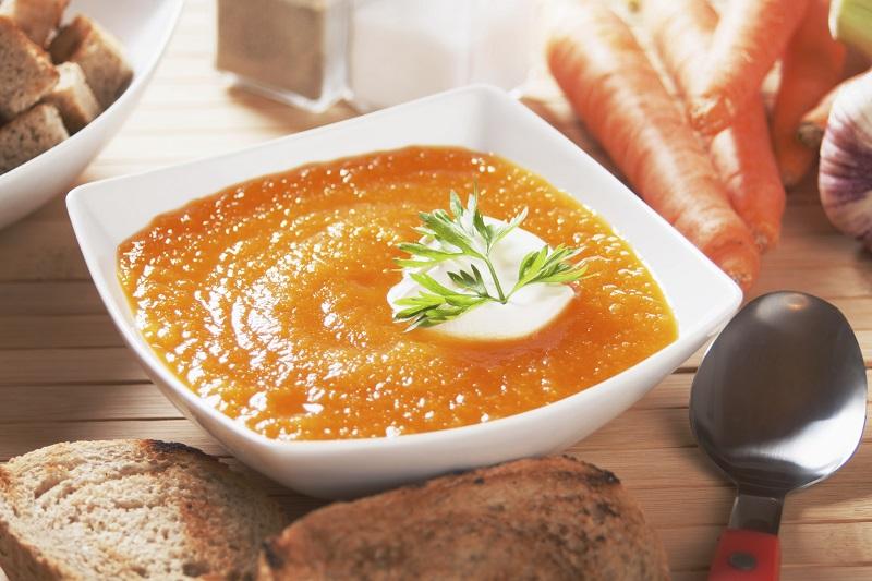 Supë karrote me xhenxhefil dhe portokall