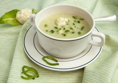 Supë pule me lakër